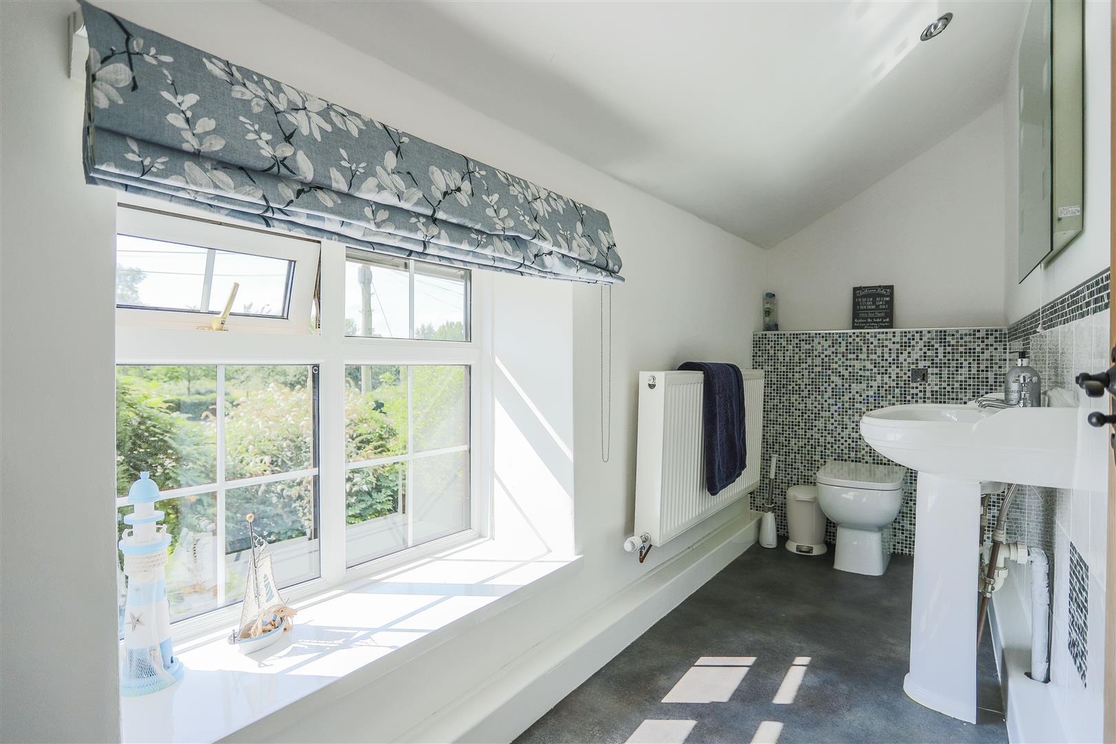 4 Bedroom Semi-detached House For Sale - 20.JPG
